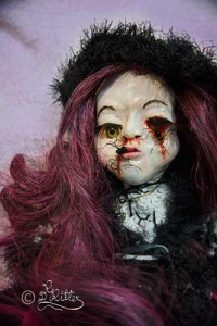 Chriselda: Born in winter, a from god lost child! (Mixed Media_45cm hoch)
