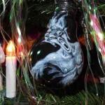 Gothic-Christbaumkugel (Bemalte Glühbirne)
