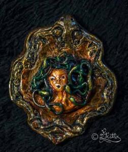 Medusa (Polymer-clay_Broschenskulptur_5,5cm)