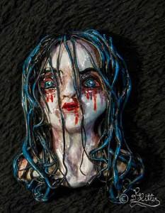 Gothic Girl (Polymer-clay_Broschenskulptur_7cm)