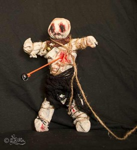 Voodoo-Puppe (Mixed Media)